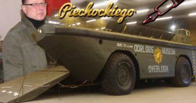 Piechocki w muzeum sprzętu wojskowego