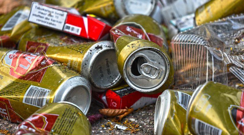 Holandia śmieci puszki praca pobyt syf