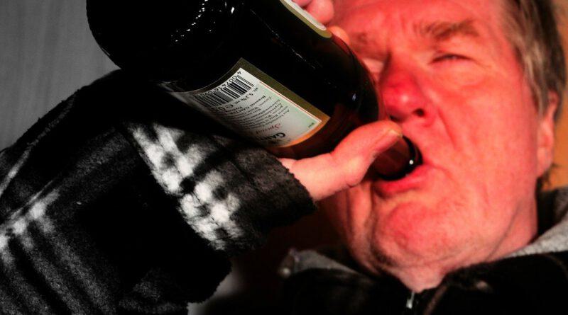 Holandia alkoholizm alkohol sprzedaż RIVM wzrost pandemia koronawirus 2020