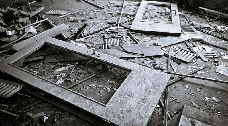 Holandia Polacy demolka zniszczenia alkohol narkotyki 2020 policja