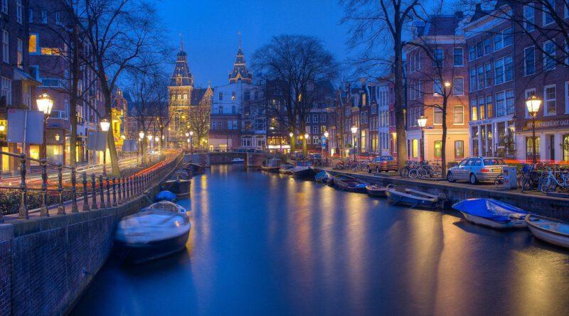 Holandia, godzina policyjna, Amsterdam, obostrzenia,