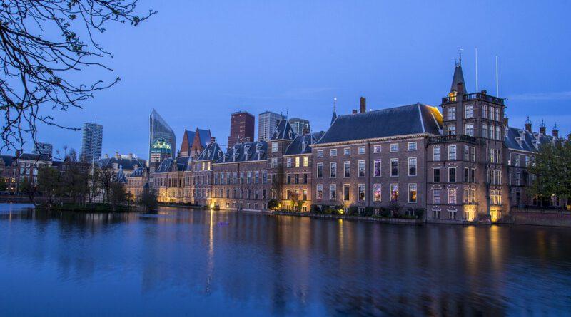 Holandia bomba rząd senat Haga 2021 marzec