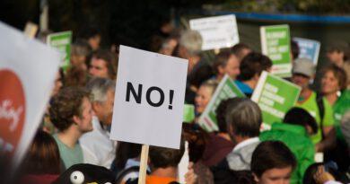 Holandia Amsterdam protest manifestacja koronawirus COVID-19